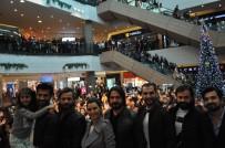 NUR FETTAHOĞLU - 'Deliler Fatih'in Fermanı' Filmine İzmir'de Coşkulu Karşılama