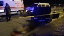Kırşehir'de Otomobil İle Minibüs Çarpıştı Açıklaması 2 Ölü, 3 Yaralı