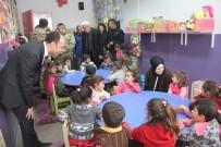 HÜSNÜ BOZKURT - Kaymakam Solak'tan İran Sınırındaki Okula Ziyaret