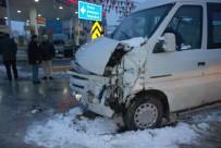ATİLLA KAYA - Tokat'ta Okul Servisi İle Minibüs Çarpıştı Açıklaması 12 Yaralı