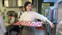 EKONOMİ ÜNİVERSİTESİ - Geleceğin Şefleri, Hasta Çocuklar İçin Mutfağa Girdi