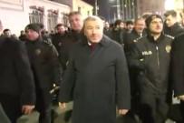 Emniyet Müdürü Çalışkan, İstiklal'deki Polislerin Yeni Yılını Kutladı