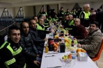 Trafik Polisleri Çiğ Köfte Partisiyle Yeni Yılı Kutladı