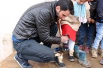 Ağrı'da Köydeki Minik Öğrencilere 'Sıcak' Yardım