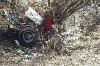 KEMAL ÇETİN - Traktör Uçuruma Yuvarlandı Açıklaması2  Yaralı