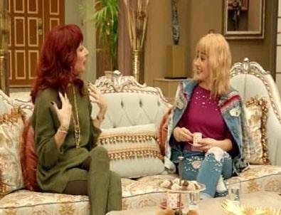Jet Sosyete dizisinde Serenay Sarıkaya ile Berrak Tüzünataç'a gönderme