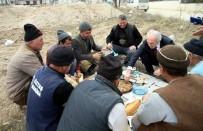 MEHMET HAN - Başkan, İnşaat İşçileriyle Yemek Yedi