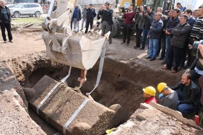 Kayseri'de bulunan Roma Dönemi'ne ait lahit açıldı