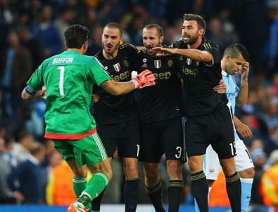 Lider Juventus, Milan'ı farklı yendi