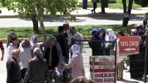 FIKRET DENIZ - Tutuklu Sanık Duruşmada Kendisini Ateşe Verdi