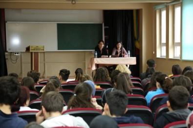 Tiyatrocular, Tecrübelerini Öğrencilerle Paylaştı