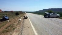 Otomobil, Pat Pata Çarptı Açıklaması 3 Yaralı