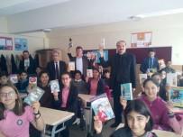 Gömeç'te Kaymakamlık Ve Belediyeden Öğrencilere Kitap Desteği