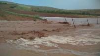 Hilvan'da Şiddetli Yağmur Sele Dönüştü