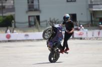 YUSUF GÜLER - Akrobasi Motosikletçileri Nefes Kesti