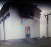 Elektrik Trafosuna Yıldırım Düştü, İlçe Merkezi Ve Köylerde Elektrikler Kesildi