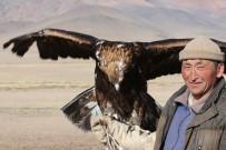 CENGİZ HAN - Moğolistan'da Kazak Türkü Ata Geleneği Kartal Avcılığını Sürdürüyor