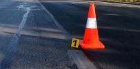 MEHMET SEZGIN - Minibüs İş Makinesine Çarptı Açıklaması 10 Yaralı
