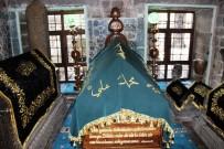 SERDAR KARTAL - Diyarbakırlı Kadınlar Sahabe Mezarının Örtülerini Elleriyle Yaptı