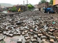 SÜKSÜN - Sel Felaketinde Kaldırım Taşları Yerinden Söküldü
