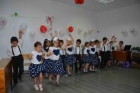 OKUMA BAYRAMI - Minik Öğrencilerin Okuma Bayramı Sevinci