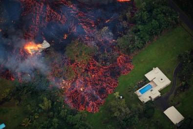 Yanardağın püskürttüğü lavlar 31 evi yuttu