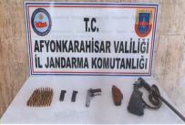 Jandarma Aramasında Ruhsatsız Tabanca Ve Av Tüfeği Ele Geçirildi
