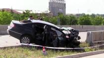 Eskişehir'de Otomobil Bariyerlere Çarptı Açıklaması 3 Ölü, 2 Yaralı