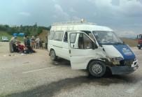 Otomobil Ve Minibüs Çarpıştı Açıklaması 3'Ü Ağır 7 Yaralı