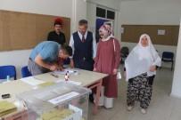 Başkan Güler, Annesi Ve Eşiyle Birlikte Oy Kullandı