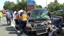 Otomobil İle Hafif Ticari Araç Çarpıştı Açıklaması 5 Yaralı