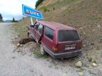 Otomobil Yol Kenarındaki Tabelaya Çarptı Açıklaması 6 Yaralı