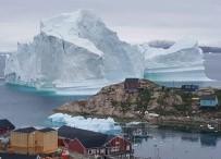 DENİZ SEVİYESİ - Dev Buz Dağı Sahil Köyünü Tehdit Ediyor