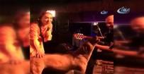 LEMAN SAM - Leman Sam Şarkı Söylerken Sahneye Köpek Fırladı