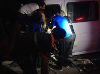 Tunceli'de Minibüs İle Hafif Ticari Araç Çarpıştı Açıklaması21 Yaralı