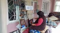 Günyüzü'nün Meşhur 'Zili' Kilim Motiflerini Çantalara Dokuyor
