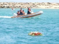 ELİF CANAN TUNCER ERSÖZ - Şehitler İçin Denize Çelenk Bıraktılar