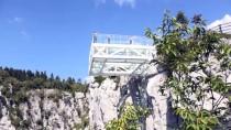 450 Metre Yükseklikteki Cam Terasta Bayram Yoğunluğu
