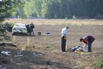 AHMET ÇOLAK - Yol Kenarında Yürüyen İşçiye Otomobil Çarptı Açıklaması 1 Ölü