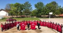 El İşlemesi Türk Bayrağı Üretiyorlar