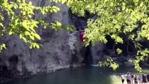 Şehitler İçin Zirveye Tırmanıp Kanyonda Yürüdüler