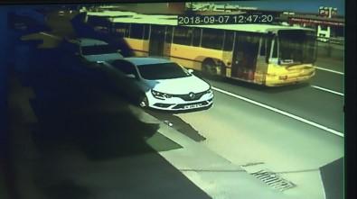 Otobüsün Seyir Halindeyken İkiye Bölünmesi Güvenlik Kameralarına Saniye Saniye Yansıdı