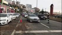 KÖRÜKLÜ OTOBÜS - Trabzon'da Belediye Otobüsü Refüje Ve Araçlara Çarptı Açıklaması 4 Yaralı