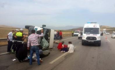 Tekeri Patlayan Minibüs Yan Yattı Açıklaması 7 Yaralı