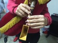 Hopalı Kadınlar Tuluma Merak Sardı