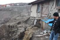 ESKIGEDIZ - Eskigediz'de Toprak Kayması