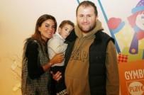 SINAN SERTER - Özlem Yıldız Gözaltına Alınan Eski Kocasını Adliyede Yalnız Bırakmadı