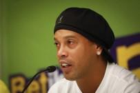 RONALDİNHO - Ronaldinho'nun Ülke Dışına Çıkması Yasaklandı