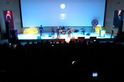 Akademisyenler Ve Öğrenciler Konserde Bir Araya Geldi