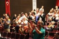 ALI ERDOĞAN - Tek Kişilik Oyun 'Külahıma Anlat' Maltepe'de Ayakta Alkışlandı